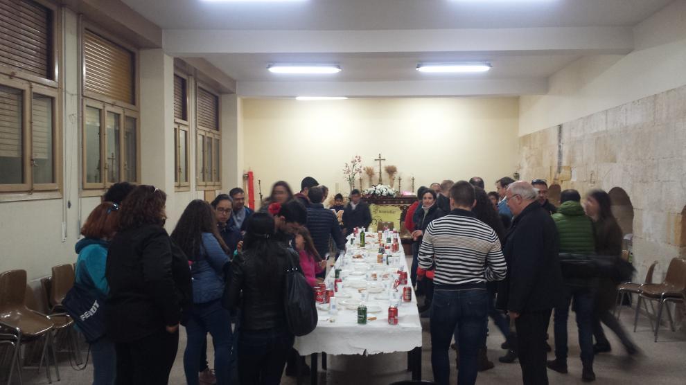 VINO BANDA DE CORNETAS Y TAMBORES