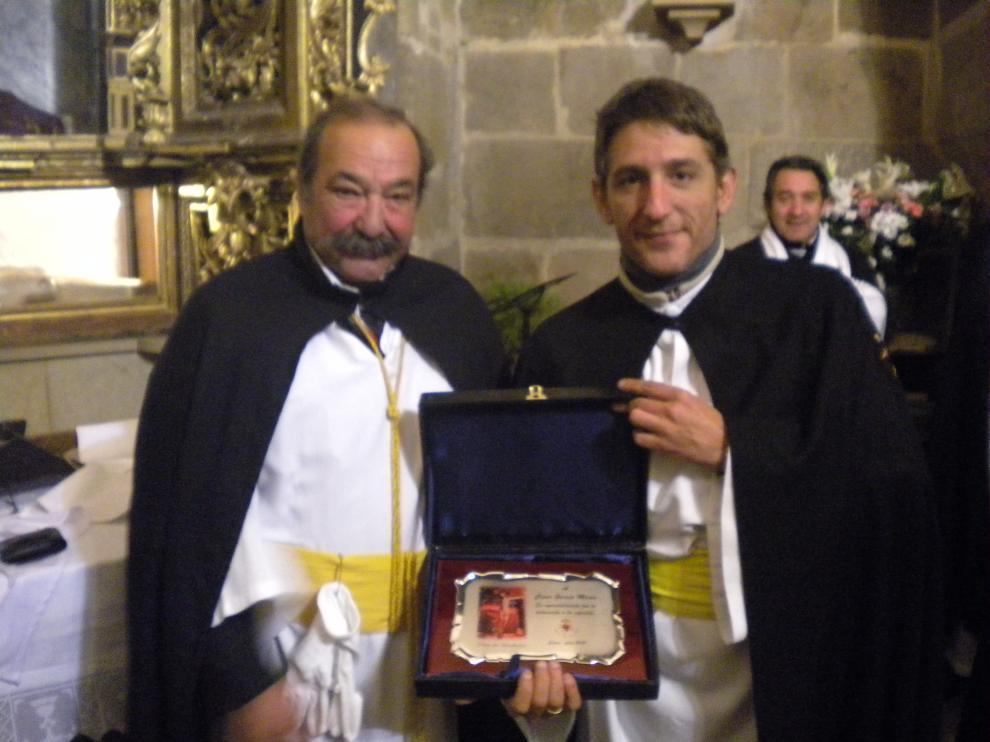 Placa a D. Cesar García, Secretario Saliente